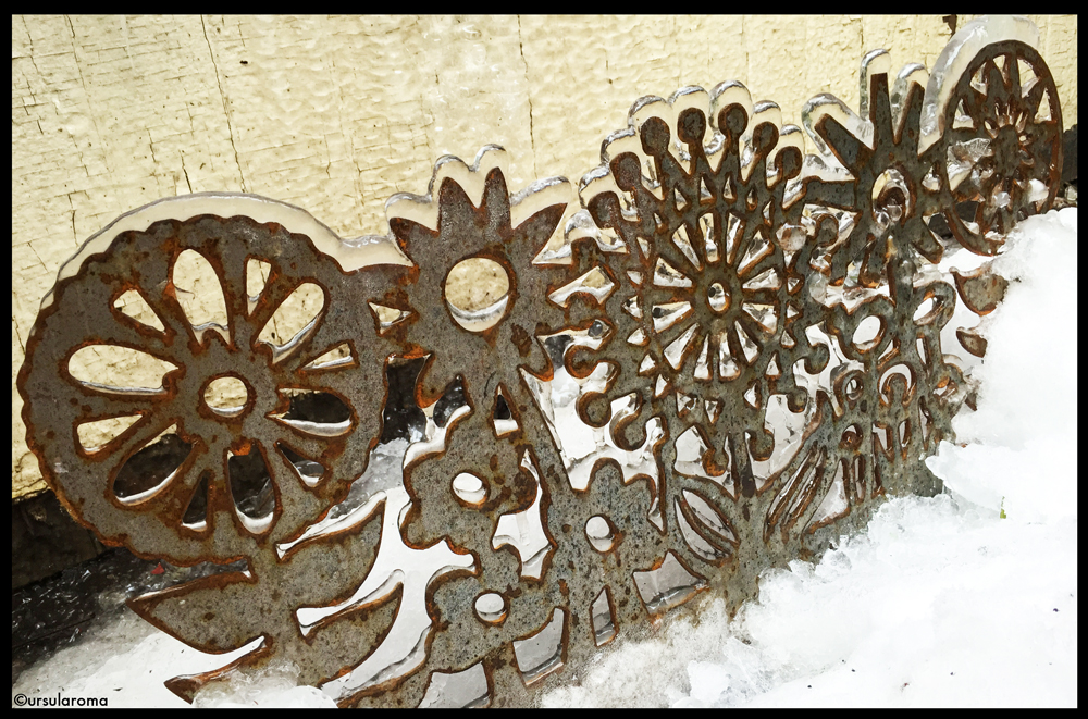 metal flower garden border
