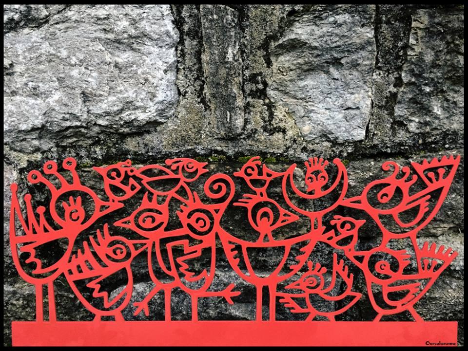 red garden birds