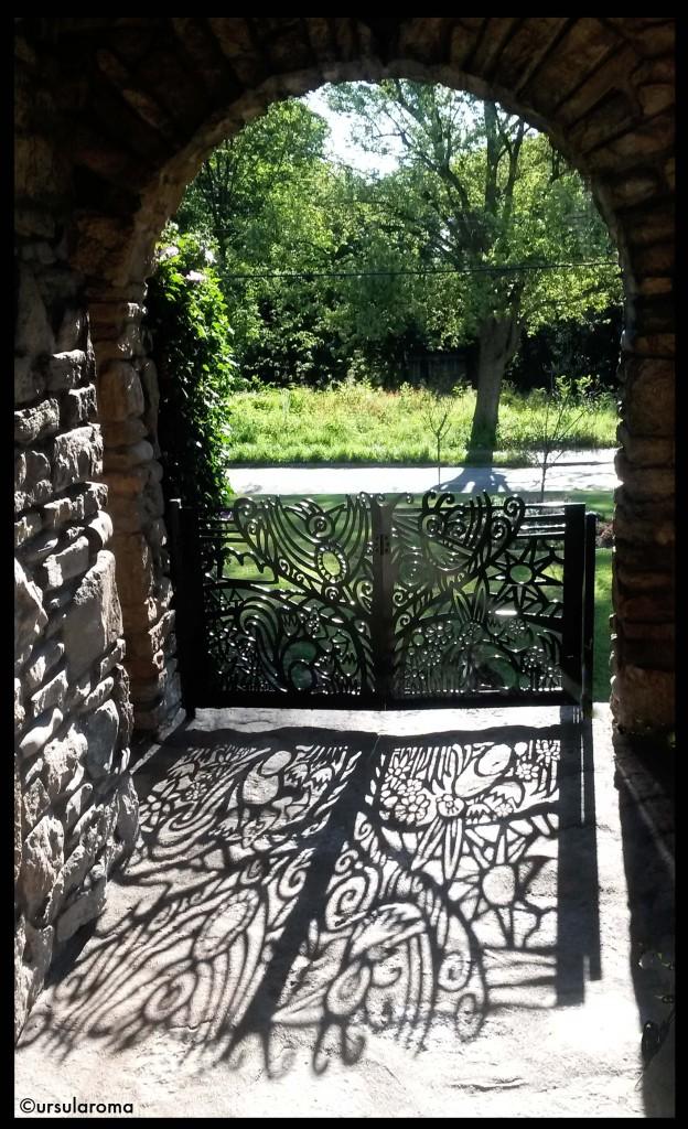 bifold gate 2